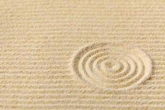 Jardin japonais de zen avec des cercles Photographie stock