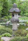 Jardin japonais, usines exotiques, lanterne en pierre, Wroclaw, Pologne Images stock