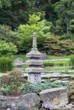 Jardin japonais, usines exotiques, tour en pierre, Wroclaw, Pologne Photographie stock