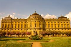 Jardin public à l'arrière-cour de la résidence à Wurtzbourg pendant le su photo libre de droits