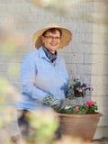 Jardinage de femme images stock