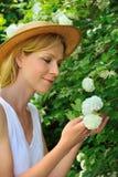 Jardinage de jeune femme Image libre de droits