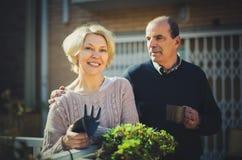 Jardinage retiré de couples Image libre de droits