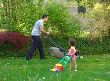 Jardinagem da família Fotos de Stock Royalty Free