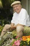 Jardinagem do homem superior Fotografia de Stock