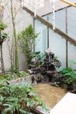 A jardinagem em uma casa Fotos de Stock Royalty Free