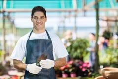 Jardineiro no berçário Fotos de Stock Royalty Free