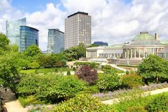 Jardinen Botanique och moderna skyskrapor i Bryssel Arkivfoto