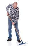 Jardinero con un rastrillo imagen de archivo