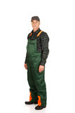 Jardinero maduro que se coloca en uniforme Fotos de archivo