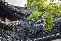 Jardines ajardinados chinos artificiales - un poema de las flores, piedras Imagen de archivo