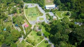 Jardines botánicos de Penang Silueta del hombre de negocios Cowering metrajes