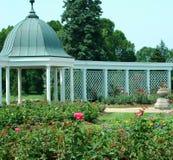 Jardines botánicos y Gazebo 3 fotos de archivo