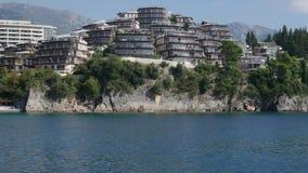Jardines complejos de Dukley del hotel de lujo en Budva, Montenegro shooti metrajes