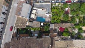 Jardines de casas dentro de pueblos en Mallorca Foto de archivo