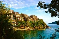 Jardines de Dukla de los apartamentos en Budva Montenegro Imagenes de archivo