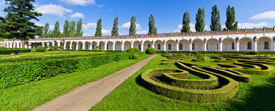 Jardines de flores en Kromeriz, República Checa Imagen de archivo libre de regalías