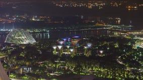 Jardines de Singapur por la bahía con el timelapse de la noche de las naves metrajes