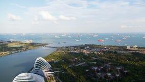 Jardines de Singapur por la bahía con las naves en el timelapse del puerto metrajes