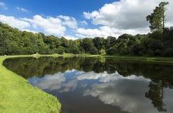 Jardines del agua de Studley cerca de las fuentes Anney, Reino Unido Foto de archivo libre de regalías