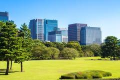 Jardines del este del palacio imperial en Tokio, Japón fotografía de archivo