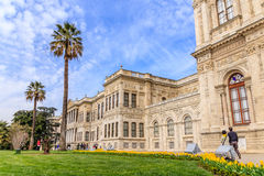 Jardines del palacio de Dolmagahce en la primavera Imágenes de archivo libres de regalías