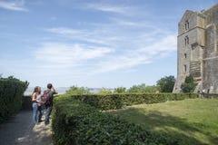 Jardines en el panorama de Mont Saint Michel Abbey, Francia Fotografía de archivo