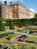 Jardines en un palacio Foto de archivo libre de regalías