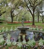 Jardines estatua de Airlie y característica del agua Fotografía de archivo libre de regalías