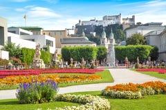 Jardines famosos de Mirabell en Salzburg, Austria Imagen de archivo libre de regalías