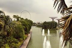 Jardines por la bah?a desde arriba en Singapur foto de archivo libre de regalías