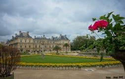 Jardines y castillo de Versalles en París, Francia Imagen de archivo libre de regalías