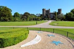Jardines y fachada del castillo de Malahide Fotografía de archivo