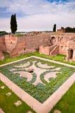 Jardines y ruinas de Domus Augustana en colina palatina en Roma fotos de archivo libres de regalías