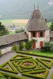 Jardines y terraplenes del castillo de Gruyeres Imagenes de archivo