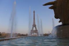 Jardines y torre Eiffel, París de Trocadero Fotografía de archivo