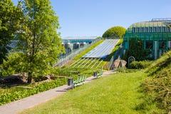 Jardins bonitos da biblioteca da universidade de Varsóvia Varsóvia, Polônia Imagens de Stock Royalty Free