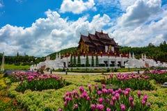 Jardins bonitos no parque real Rajapruek em Chiang Mai, Tailândia Fotografia de Stock Royalty Free