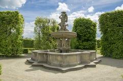 Jardins d'agrément dans la fontaine française de style et de lion dans Kromeriz, République Tchèque, l'Europe photos libres de droits