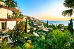 Jardins de Dukley - les immobiliers d'élite le long de la côte de Mer Adriatique, ont les villas modernes et les appartements de  Photographie stock