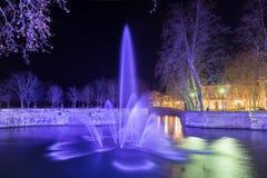 Jardins de la Fontaine在尼姆在晚上-法国 库存图片