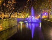 Jardins DE La Fontaine in Nîmes bij nacht - Frankrijk, Languedoc-Rou Stock Fotografie