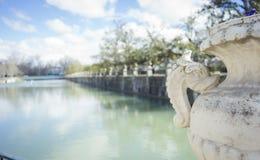 Jardins de la ville d'Aranjuez, située dans l'Espagne Palais en pierre Images stock