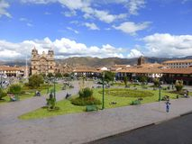 Jardins de place de cathédrale et de ville Image libre de droits