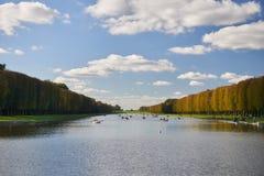 Jardins de Versailles pendant l'automne d'or photo stock