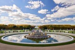 Jardins de Versailles pendant l'automne d'or photographie stock