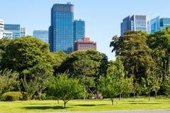Jardins do leste do palácio imperial no Tóquio, Japão fotografia de stock