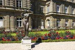Jardins du Luxembourg,  La femme aux pommes, Jean Terzieff, 1937 Stock Photo