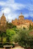 Jardins et cathédrale espagnols Photos stock