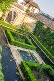 Jardins et fontaines à Alhambra de Grenade photo stock